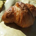 パン・メゾン - 焦がしバターのクロワッサン