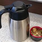 名代 富士そば  - 富士そば 赤坂見附店 保温ポットで用意される蕎麦湯