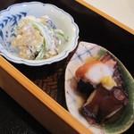 13463224 - 左 くらげ。胡瓜・椎茸 白酢和え 右 蛸やわらか煮
