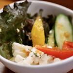 焼肉 御華 - ランチのサラダ