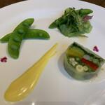 ROASTER - 季節の野菜のテリーヌ サフランクリームソース