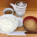 とんかつ山家 - 料理写真:ご飯も多く、しじみの味噌汁が最高に美味しいですね!