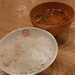 とんかつ 田なか屋 - お代わり自由のご飯とお味噌汁