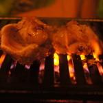 昭和ホルモン - 焼くと縮んでいく鶏肉