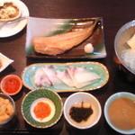 レラモシリ - この日の夕食 全体画像