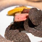 神戸牛炉釜炭焼ステーキ IDEA - 黒毛和牛厚切りタンの炉釜焼きとオーストラリア黒トリュフ