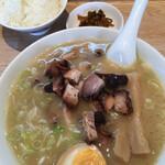 信長ラーメン - 白ご飯、味玉、高菜のAセット(150円)を追加