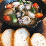 hakatahotaru - 夏野菜と牡蠣のアヒージョ♪