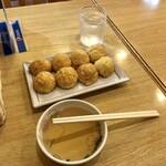 クローバー - 料理写真:出汁でいただく美味しいたこ焼 470円