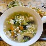 華の星 - 料理写真:日替わり定食 ¥680 ※海鮮タンメンと半炒飯