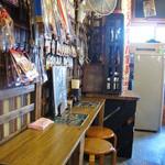 浅草 花月堂 - 昭和レトロ風の店内。