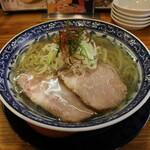 中村商店 - 冷やし金の塩ラーメン(830円、斜め上から)
