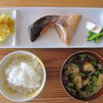 ベーコン工房 燻太 - 燻製鮭カマ定食 ¥1000