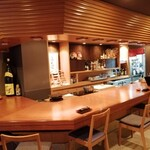 日本橋逢坂 - オープンキッチンのカウンター席