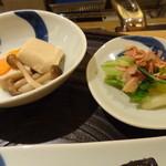 一汁三菜 - 高野豆腐の煮ものとキャベツのおひたし