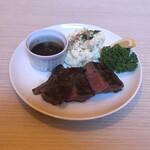 134693283 - 国産黒毛和牛A4のサーロインステーキ。                       美味し。