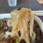 タイ料理ぺっぽい - 米粉麺アップ 太くて腰があります。
