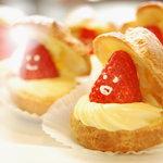 ガーデンカフェ ルーベル - 料理写真:苺のシュークリーム