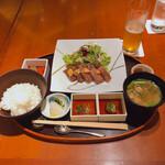 中村孝明YOKOHAMA - ♦︎黒毛和牛厚切りステーキ ¥3,300 ご飯と味噌汁付き