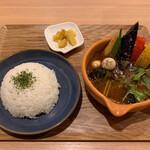Cray pod soup curry Ohmiya Seiuemon - 彩り野菜のスープカレー 980円             辛さ5 ごはん小