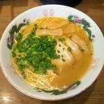 博多屋 - 料理写真:醤油とんこつラーメン