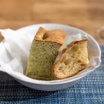 Audace - 自家製パン  チャバタ 青海苔とコラトゥーラのフォカッチャ