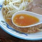 ラーメン ぬま屋 - しょうゆスープ