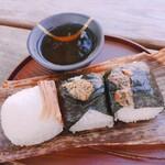 青おにぎり - ①塩にぎり(¥140)②キーマカレー(¥190)③ねぎ味噌(¥190)