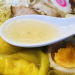しお貫 - 出汁のきいた透きとおった塩スープ!