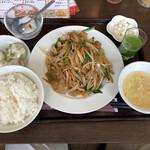 134727394 -  搾菜と豚肉のピリ辛炒め定食&水餃子