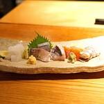 134731743 - お造り  天草産のあおりいか、天草産の釣り鯵、天草産の太刀魚、石巻産の銀鮭、岡山産の蝦蛄