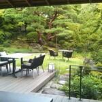 134736944 - 「七代目小川治兵衛」が作庭した池泉廻遊式庭園