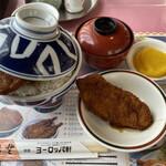 敦賀ヨーロッパ軒 - パリ丼ごはん大盛り、味カツ一枚、 味噌汁、でっかいおしんこ。