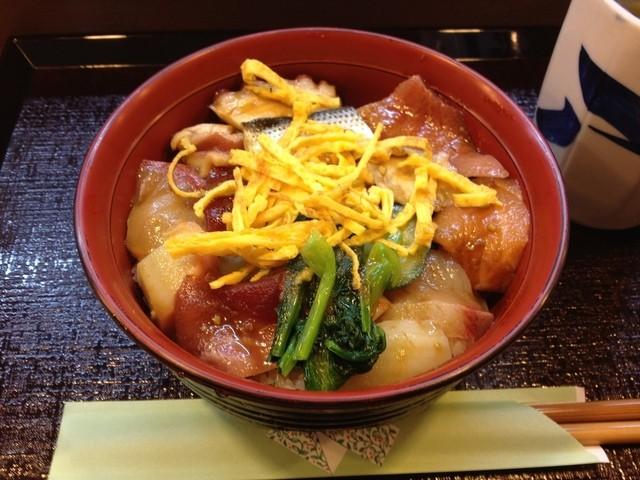 八幡鮨 - ランチのばらちらし2
