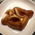 バゲット ラビット - 料理写真:イチジクのデニッシュ