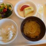 大仁ホテル - 「昼食べてくんだから朝あんまり食べちゃダメだよ」ゆわれたけど・・そんなんできまへん
