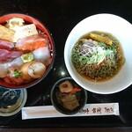 おさかな亭 - 料理写真:海鮮丼と翡翠麺セット