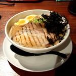 カニラーメン よこ歩き - 料理写真:カニ特製醤油
