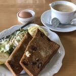 カフェレスト苺 - 料理写真:ブレンドコーヒー380円とレーズントーストのモーニング