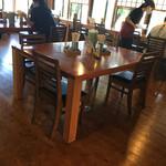 いろりや - テーブル席