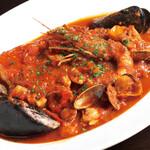魚介類とトマトソースのスープ仕立て