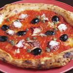 タコの煮込みと黒オリーブのピッツァ