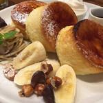 バタープレミアム - 2020年8月時点  焦がしキャラメリゼのパリふわスフレパンケーキ(マロンクリーム添え)¥1.518