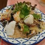 ティーヌン - 海鮮と春雨のサラダです