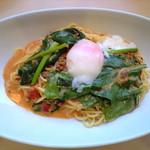 1348215 - 半熟卵と国産ホウレン草のミートクリームパスタ