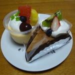 カフェ ピーチェ - チョコケーキ 150円 フルーツプリン 200円