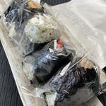おにぎり 川井亭 - 料理写真:手前からシーチキン、鮭、わさび、海老天むすⅹ2