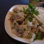カオマンガイ - 豚肉とカリフラワー炒めのワンプレート(日替わり)
