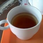 カラオケ一六八別館 - ポットでたっぷり飲めた麦紅茶