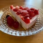 cafe こころひかる - イチゴのアイスムースケーキ(500円)
